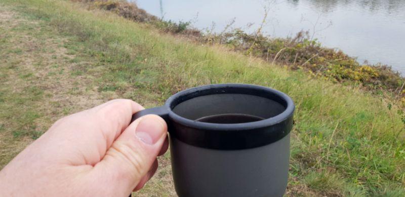 šalka čerstvej kavy