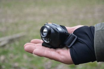 rybárska čelovka so senzorom